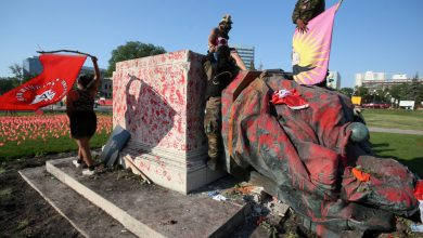 Photo of Statues of Queen Victoria, Queen Elizabeth II toppled in Canada | Indigenous Rights News
